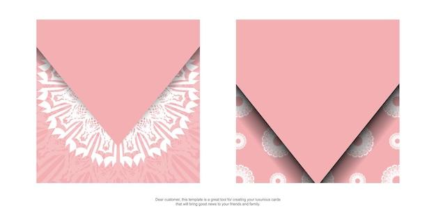 印刷の準備ができているアンティークの白い装飾品とピンクのグリーティングカード。
