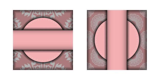 印刷の準備ができているヴィンテージの白い飾りとピンクのグリーティングカード。