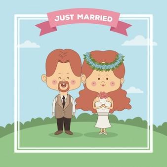 붉은 머리를 가진 그냥 부부 신부와 신랑의 인사말 카드