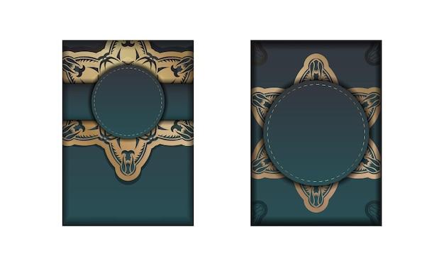 축하를 위해 골드 패턴 만다라가 있는 녹색 그라데이션이 있는 인사말 카드.