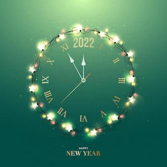 녹색 벽에 크리스마스 화환 인사말 카드