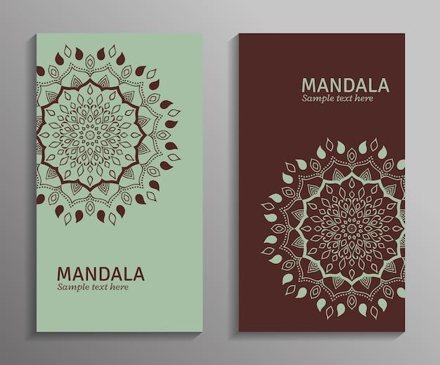グリーティング、招待状、曼荼羅の飾りが付いた薄緑と茶色のチラシ。装飾用の曼荼羅。オリエンタルスタイルのスタイリッシュな幾何学模様。アラビア語、インド、パキスタン、アジアのモチーフ。