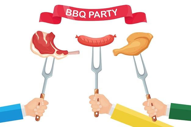 白い背景の上の手でホットチキンハム、ソーセージ、ビーフリブ、フォークでステーキをグリルします。揚げ肉。フェスティバルリボン。バーベキューのアイコン。バーベキューピクニック、家族のパーティー。クックアウトイベント。