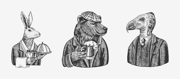 맥주 잔을 들고있는 그리즐리 베어. 토끼 또는 토끼 웨이터와 새.