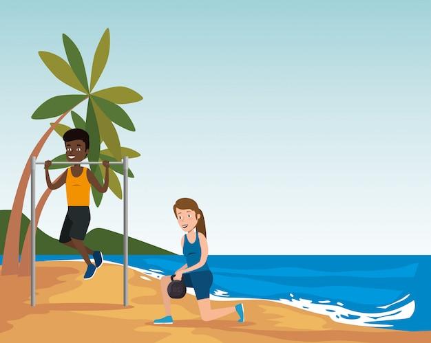 Группа спортсменов, занимающихся спортом на пляже