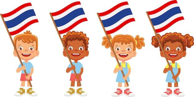 彼らの国旗のイラストを保持している子供たちのグループ