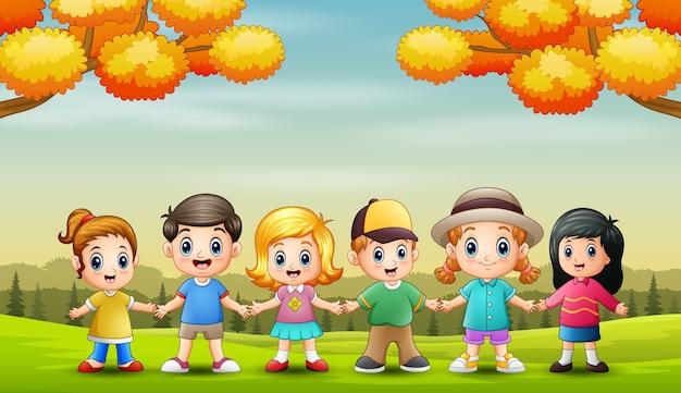 가을 배경에서 어린이의 그룹