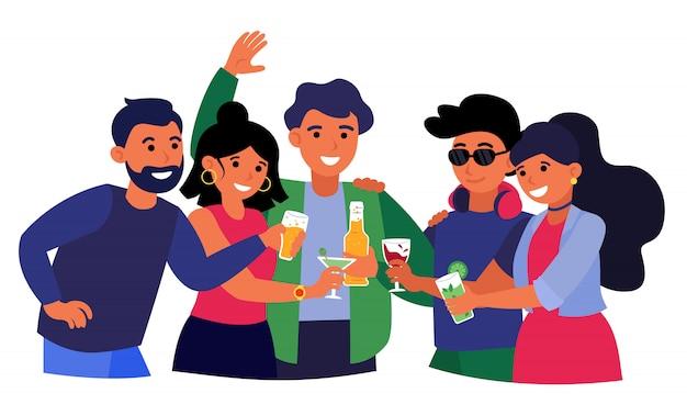 Группа друзей, пьющих алкогольные напитки