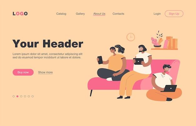집에서 회의, 함께 앉아, 방문 페이지와 디지털 장치를 가진 친구의 그룹. 통신, 공개 액세스 개념을 위해 인터넷 및 소셜 미디어 브라우징을 위해 랩톱, 태블릿, 휴대 전화를 사용하는 사람들