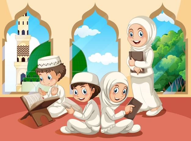 モスクのイスラム教徒の子供のグループ