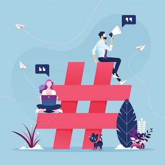 Группа людей с символом хэштегом - концепция маркетинга в социальных сетях