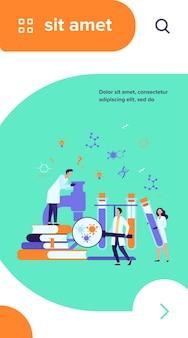 현미경, 화학 튜브 및 역학 연구를 수행하는 책을 가진 과학자 그룹. 의료 실험실에서 코로나 바이러스 테스트를 연구하는 화학자