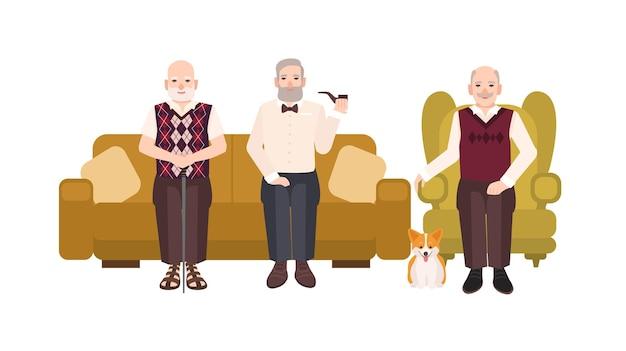 快適なソファと居心地の良いアームチェアに座ってカジュアルな服を着た笑顔の年配の男性のグループ。一緒に休憩する古い男性の漫画のキャラクター。フラットスタイルのカラフルなベクトルイラスト。