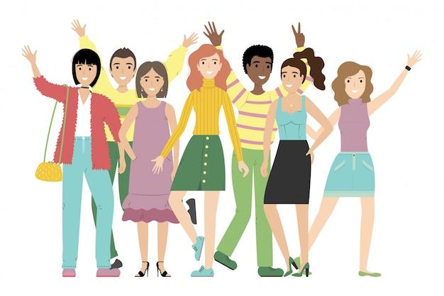 Группа улыбающихся девочек и мальчиков или студентов, стоящих вместе.