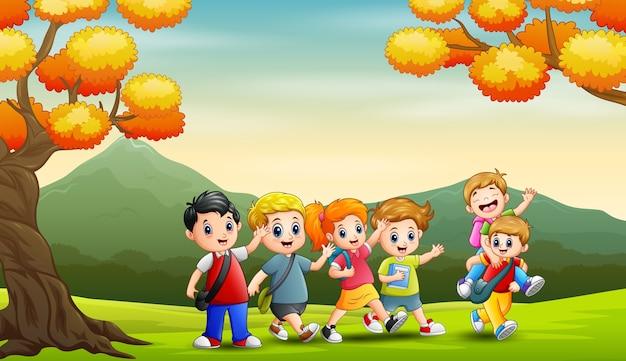 秋の背景の学生のグループ