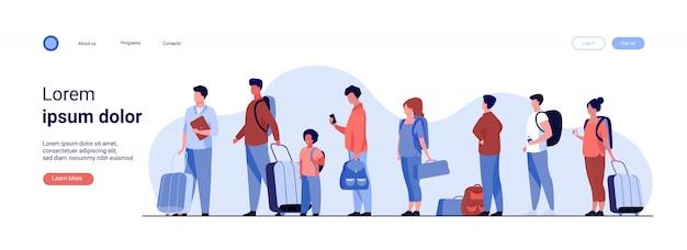 Группа туристов с багажом, стоящих в очереди
