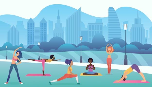 近代的な都市の背景を持つ公園でヨガをしている女性のグループ。トレンディなグラデーションカラー