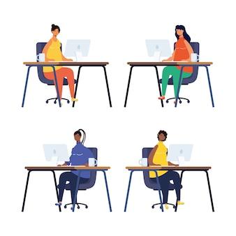 직장에서 컴퓨터 데스크탑에서 일하는 여성 그룹
