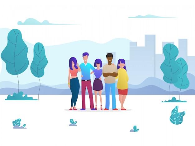 Группа молодых друзей обнимаются в городском парке.