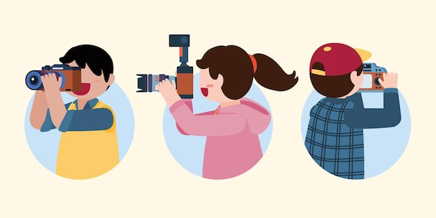 Группа молодых фотографов использует камеру, чтобы сделать снимок