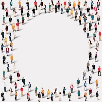 グループの人々は円を形作る。所定の形状を形成する群集群。