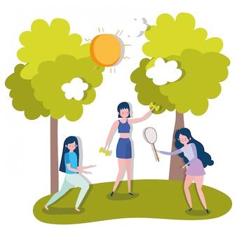 무게와 야외 건강 생활 요가 연습 그룹 여성
