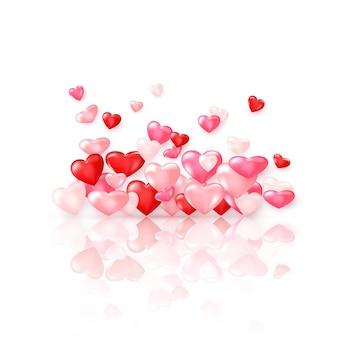 反射のある光沢のある赤いハートのグループ。バレンタインデーの装飾要素。