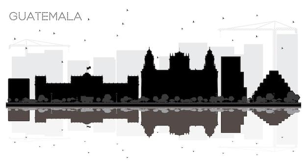반사와 과테말라 시티 스카이 라인 흑백 실루엣. 벡터 일러스트 레이 션. 관광 프레젠테이션, 배너, 현수막 또는 웹 사이트를 위한 단순한 평면 개념입니다. 랜드마크가 있는 과테말라 도시 풍경.