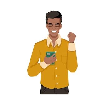 Парень смеется, довольный смартфоном, рад получить входящее сообщение или позвонить изолированному афроамериканцу