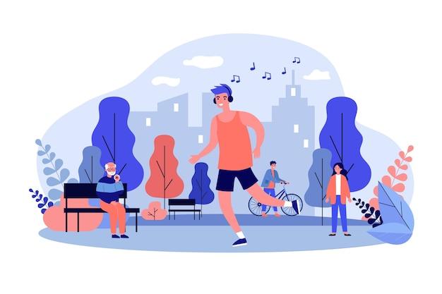 Парень слушает музыку и бегает в парке