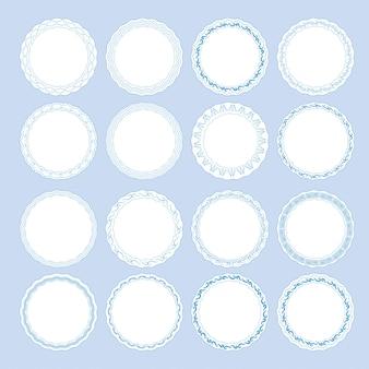 青の装飾的なボーダーとプレートのセット。エスニックスタイルのテンプレートデザインgzhel磁器絵画