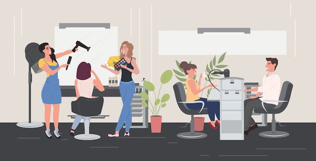 ヘアドライヤーを使用して美容院彼女のクライアントの女性にヘアスタイルを作るアイシャドウパレットビューティーサロンインテリア水平全長をテスト