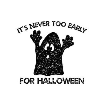 Графический принт хэллоуина для футболки, костюмов и украшений. типографский дизайн логотипа с цитатой - никогда не рано для хэллоуина с привидением. эмблема праздника. фондовый вектор изолированы.