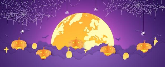 ハロウィーンのオレンジ色のカボチャの頭とクモがぶら下がっている満月のクモの巣と雲の上の墓地