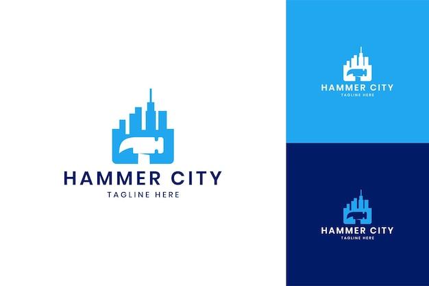 Hammer city отрицательный дизайн логотипа пространства