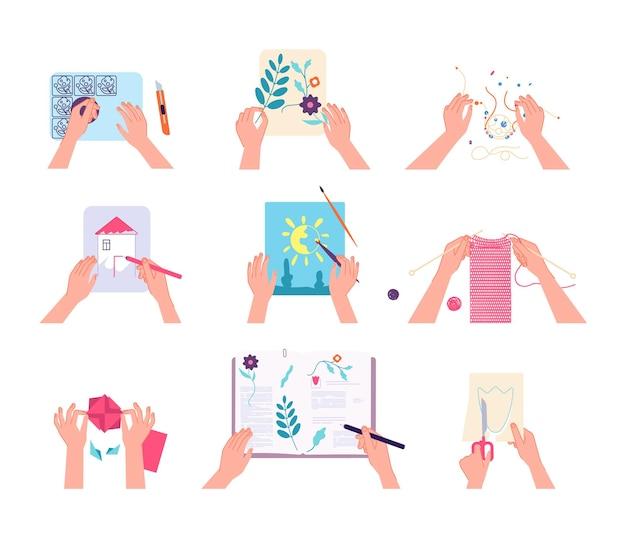 수공예품. 손 그리기 뜨개질, 스크랩북 하 고. 어린이 실험실 또는 성인 워크샵. 펜 브러시 가위 벡터 세트가 있는 격리된 위쪽 팔. 미술 공예, 바늘 바느질, 드로잉 워크샵 그림
