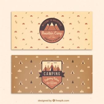 Disegnati a mano striscioni avventura con badge