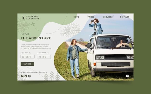 Modello di pagina di destinazione dell'avventura disegnato a mano con foto