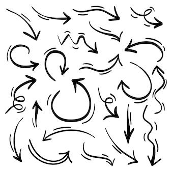 손으로 그린 다양한 방향으로 화살표 컬렉션. 낙서.