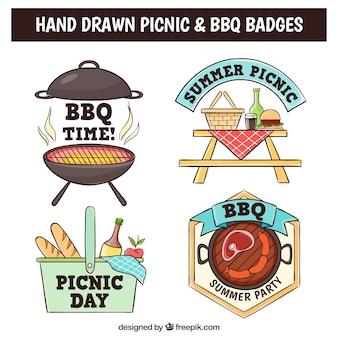 Barbecue e pic-nic distintivi disegnati a mano con elementi