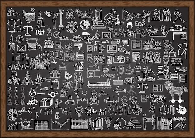 Elementi di business disegnati a mano sulla lavagna