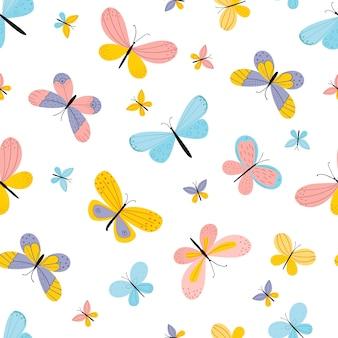 手描きの蝶。白い背景の上のシームレスなパターン