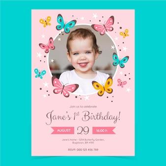 写真と手描きの蝶の誕生日の招待状のテンプレート
