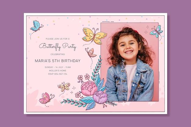 Modello di invito di compleanno farfalla disegnata a mano con foto