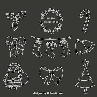 칠판에 손으로 그린 크리스마스 요소