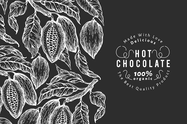 손으로 그린 된 코코아 템플릿입니다. 초크 보드에 카카오 식물 삽화. 빈티지 천연 초콜릿 배경