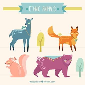 エスニック風の手描き着色された動物のセット