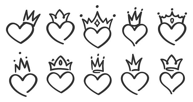 Cuori incoronati disegnati a mano. doodle principessa, re e regina corona sul cuore, corone d'amore di schizzo
