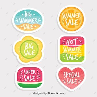 손으로 그린 귀여운 여름 판매 레이블