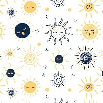 Modello di sole di disegni differenti disegnati a mano